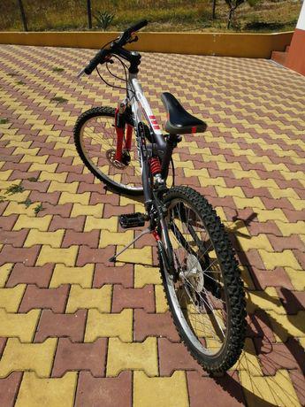 Bicicleta desporto/lazer, roda 26.