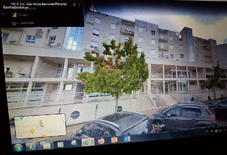 Apartamento t2 em frente à biblioteca municipal.