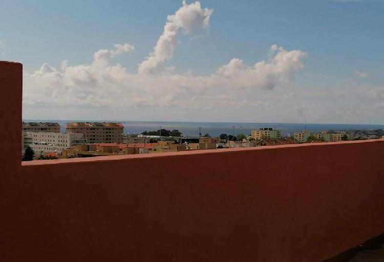 Apartamento t4 com terraço e vistas desafogadas