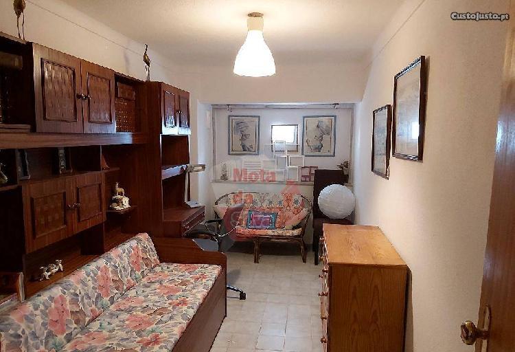Excelente apartamento com 4 assoalhadas...