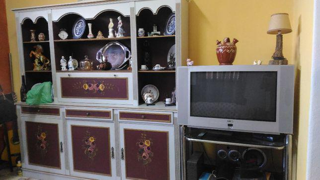 Mobilia de sala (móvel / mesa / cadeiras / televisão)