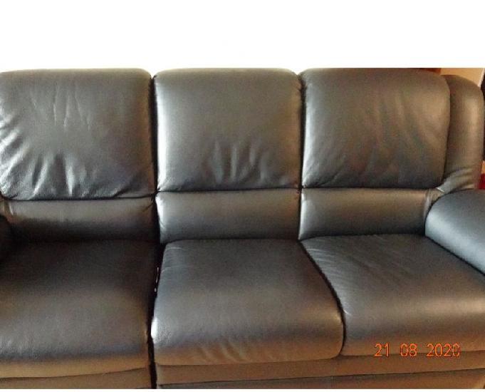 Sofa 3 lugares com 1 deles relax em pele preta