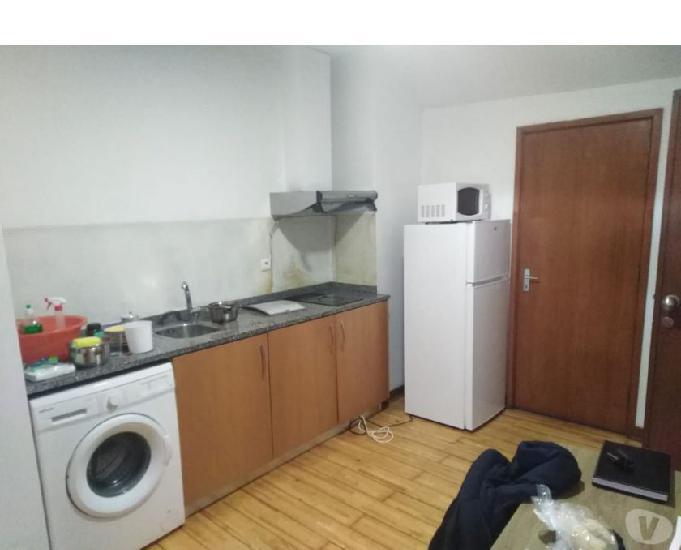 T0 mobilado e cozinha equipada junto ao metro-porto