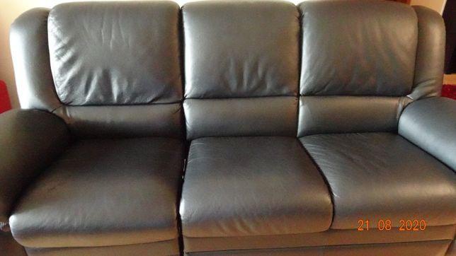 Sofa 3 lugares com 1 deles relax em pele preta chateaux d'ax