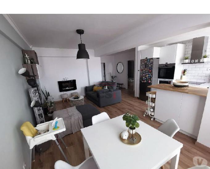 Apartamento com três assoalhadas totalmente remodelado