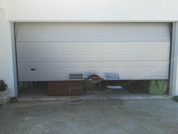 Portão de garagem seccionado