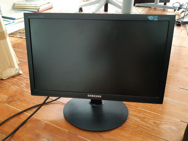Monitor samsung 19 polegadas como novo