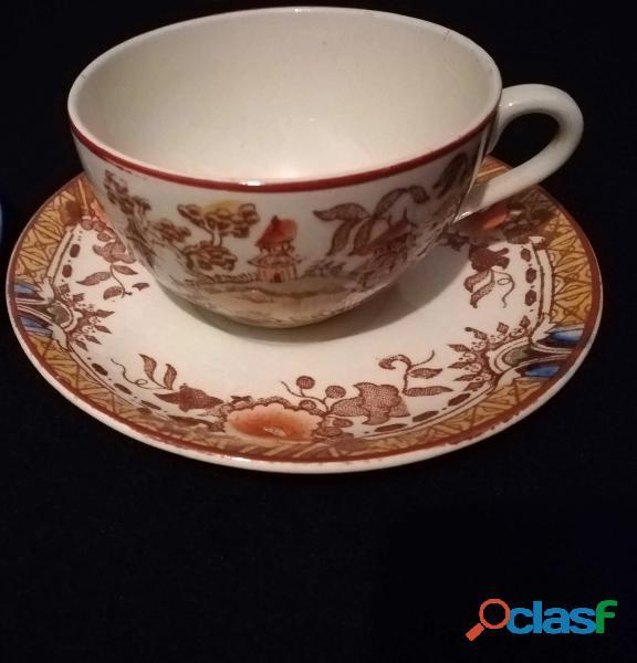 Chávena e pires da Fábrica de Sacavém, motivo Pagode Chinês