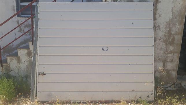 Portão Basculante Manual de Garagem