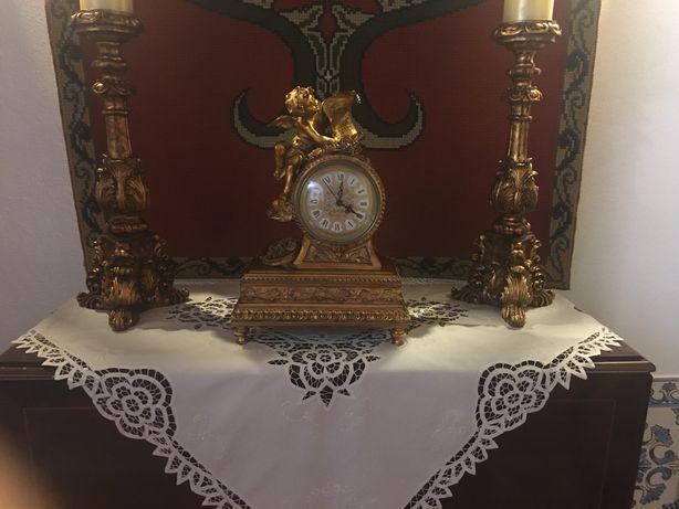 Conjunto castiçais e relógio