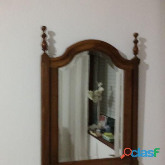 Espelho de quarto, com moldura em madeira