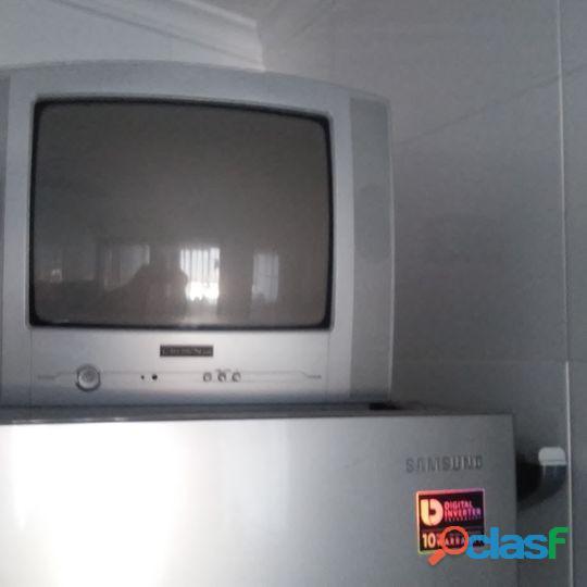 TV Crown com colunas incorporadas