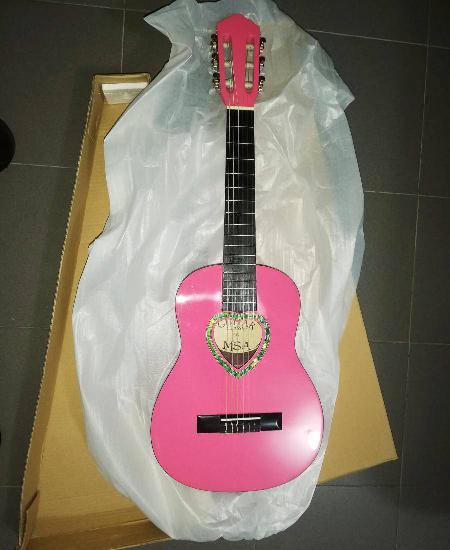 Guitarra clássica 1/4 de crianças de cor rosa