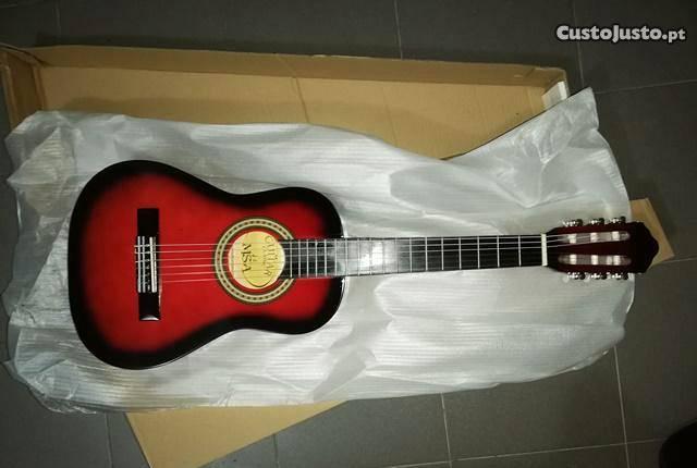 Guitarra clássica 1/4 de crianças de cor vermelha