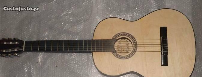 Guitarra clássica 4/4 castanha sem verniz e set