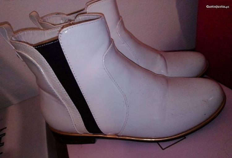 Botas brancas tamanho 38(também fica bem a 37)