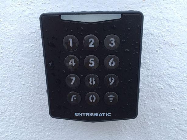 Comando de chaves digital para abertura de portões