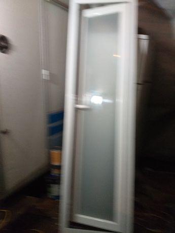Duas portas em alumínio branco