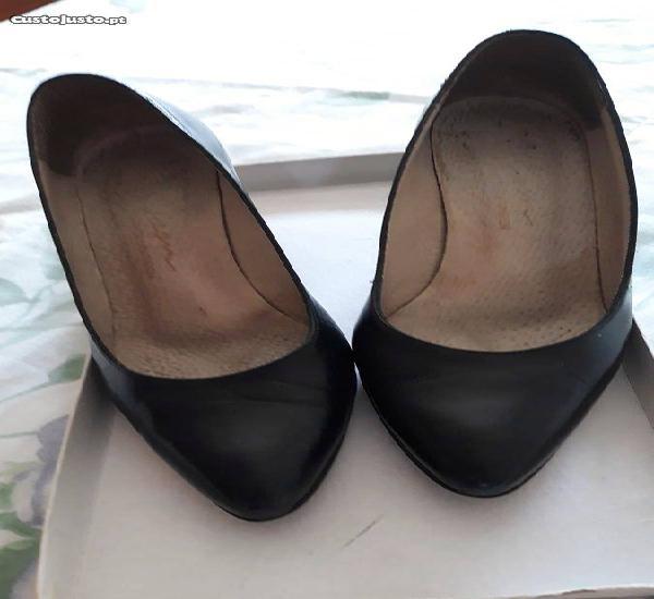 Sapatos pretos, tamanho 36