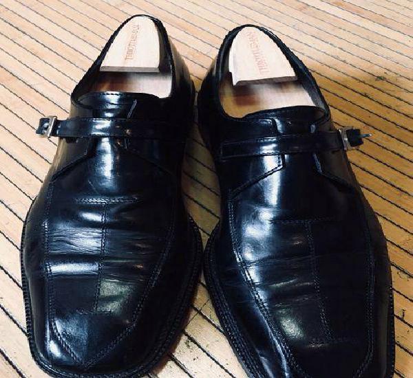 Sapatos pretos em pele verdadeira tamanho 44