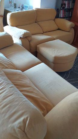 2 sofás, de 2 e 3 lugares. pele de pêssego amarelo