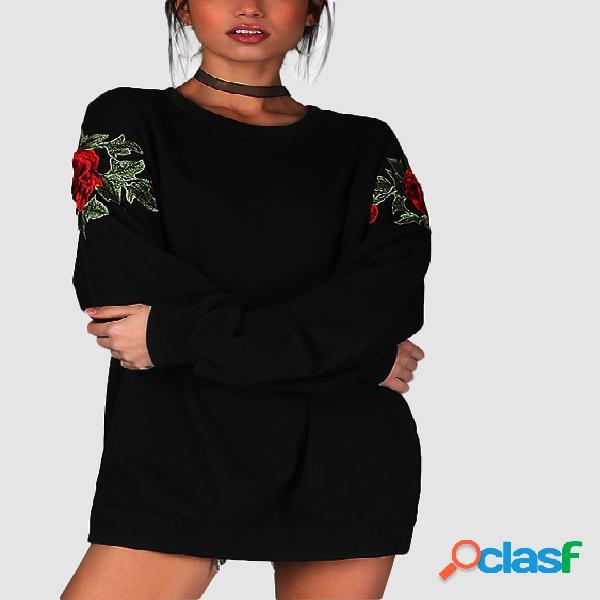 Camisola de tamanho superior com mangas compridas bordadas em preto e preto