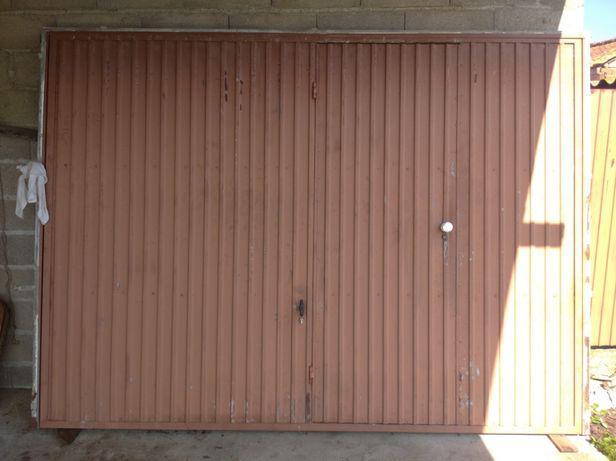 Portão de garagem c/porta de serviço