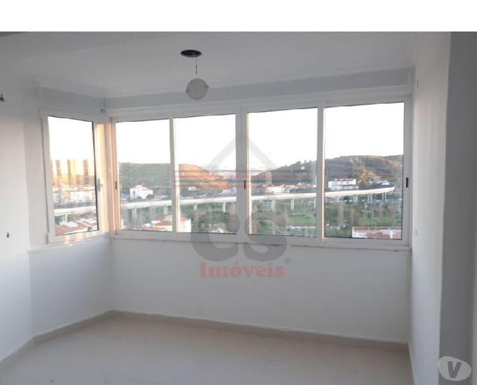 Apartamento com três assoalhadas remodelado (csi a 00611)