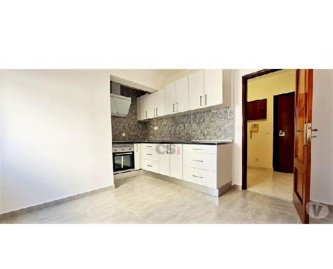 Apartamento com três assoalhadas com arrecadação (csi a