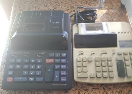 2 maquinas calculadoras 1 texas não sei do transformador +