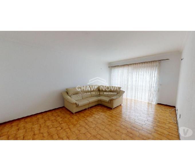 Apartamento t2 r c elevado a 1.5km do mercadona mafamude