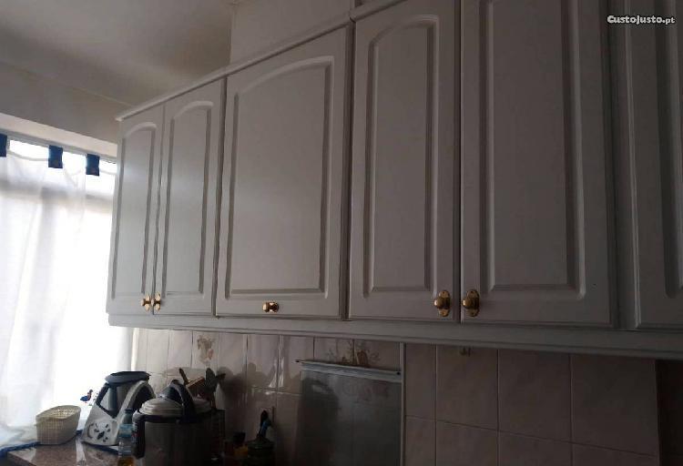 T2 alhandra com cozinha semi equipada