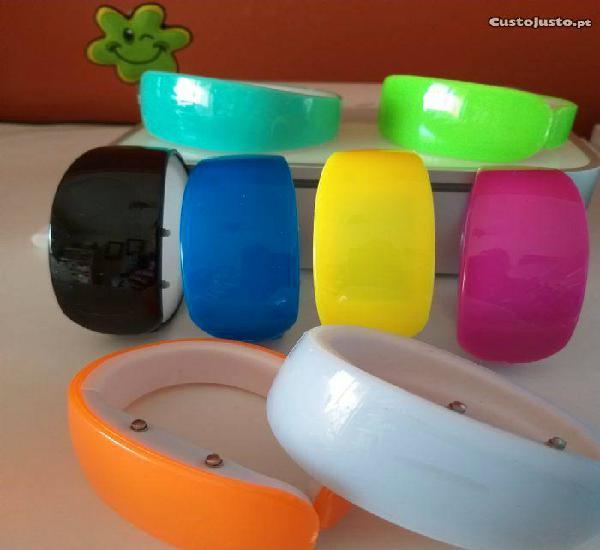 Relógio led digital várias cores - novo
