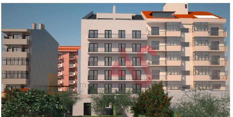 T4 duplex com terraço na rua serpa pinto