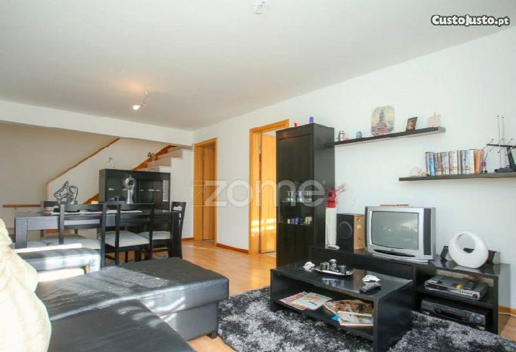 Apartamento t3 triplex|gala|600m da praia
