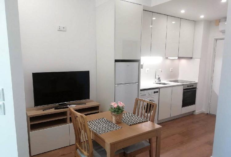 Apartamento novo com garagem e ar condicionado