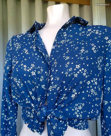 Blusa nova, azul com estrelinhas