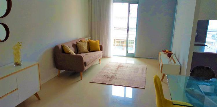 Apartamento novo situado no centro.