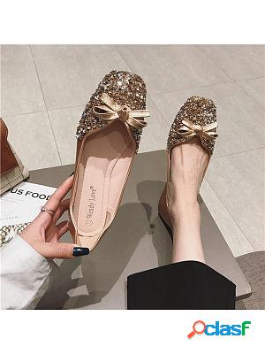 Popular new fashionable flat shoes with feminine pearls that are easy to match