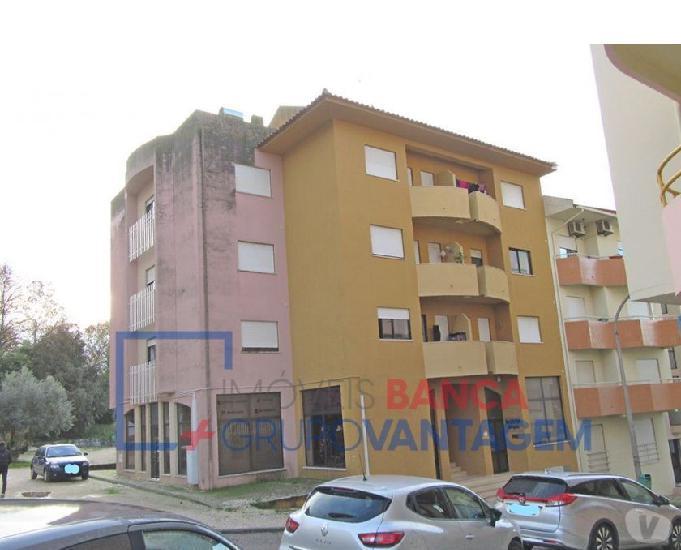 Apartamento t 3 em torres novas com lugar de garagem e