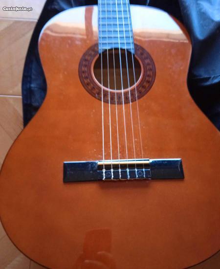 Guitarra / viola clássica semi-nova