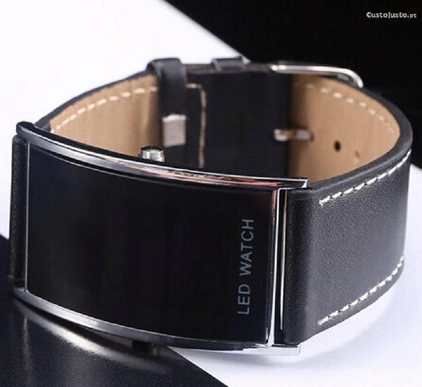 Relógio led watch de personalidade criativa.