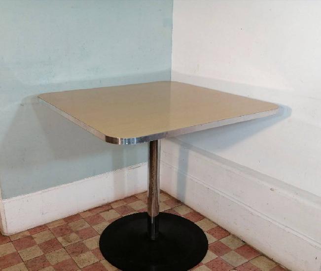 Mesa quadrada vintage