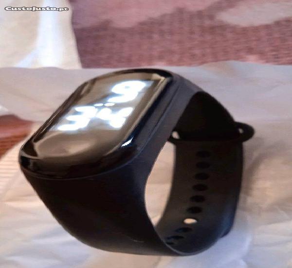 Relógio digital touch screen desportivo novo