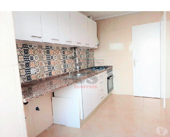 Apartamento t2 totalmente remodelado na amadora (csi a