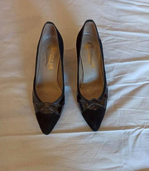 Sapatos pretos tamanho 37