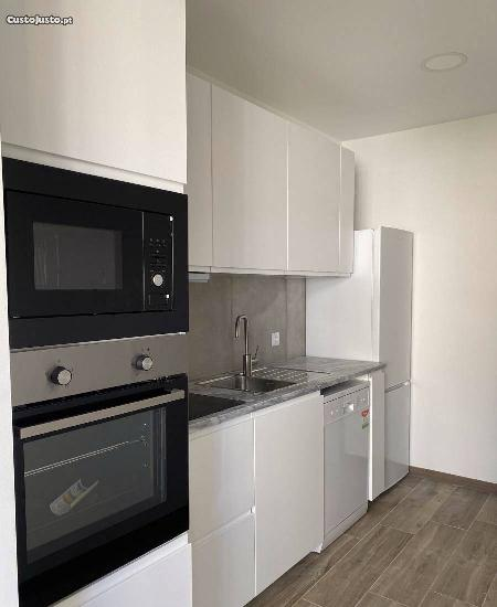 T3 + 1 - quintal - remodelado - cozinha equipada