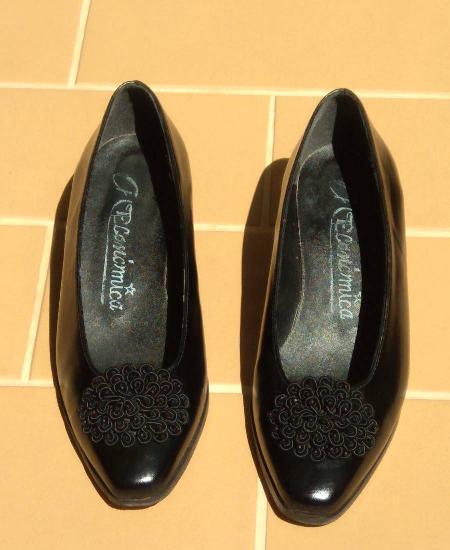Sapatos pretos semi-novos - tm 35