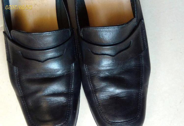 Sapatos pretos -tm 35