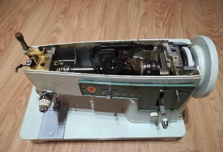 Manutenção e reparação de máquinas de costura